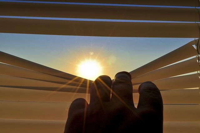 Nowoczesne wyposażenie okna – żaluzje i rolety