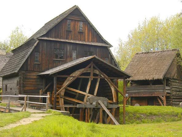 stary dom z drewna