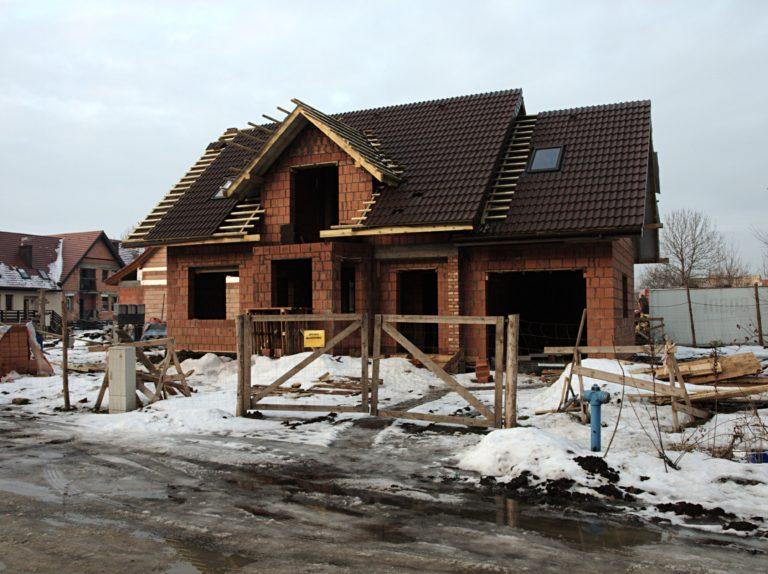Dachy – spadziste czy płaskie?