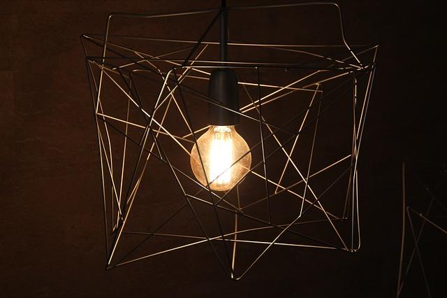 Lampy sufitowe dobrane do pomieszczenia