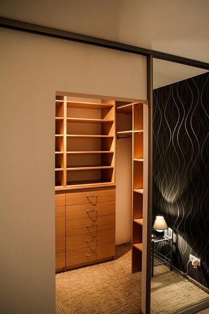 Duża szafa – rozwiązanie idealne do każdego mieszkania